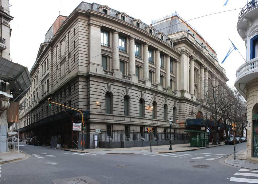 """<strong>12. <a href=""""http://cnba.uba.ar"""" rel=""""Colegio Nacional de Buenos Aires"""" target=""""_blank"""">Colegio Nacional de Buenos Aires</a></strong> (250 metros)    Esta é uma das mais antigas e prestigiadas escolas da cidade. Seu prédio suntuoso recebe visitas guiadas (US$ 2). <em>Calle Bolívar, 263</em>"""