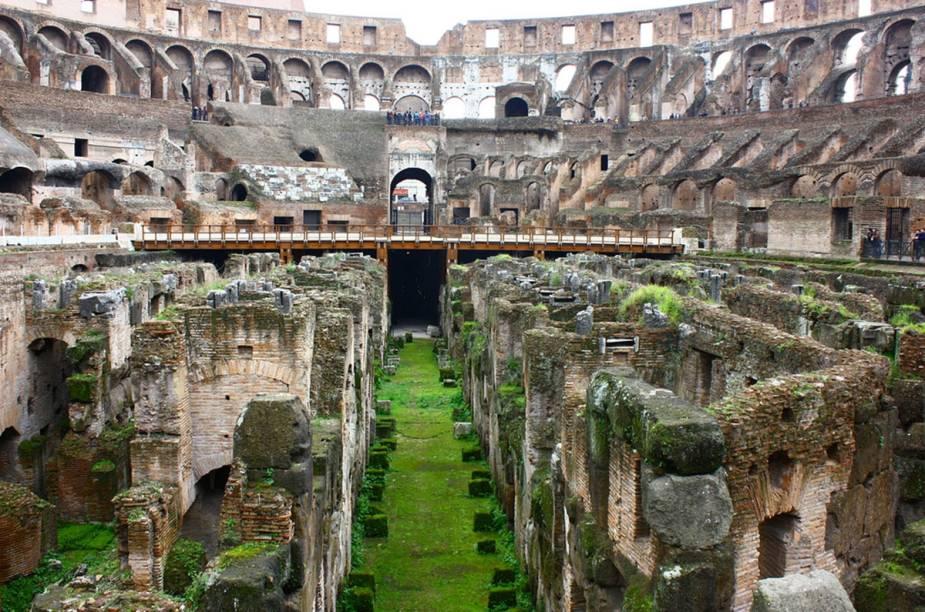Agora, pelos subterrâneos do Coliseu dá pra fazer o caminho dos gladiadores...