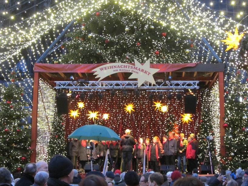 """<strong>3. <a href=""""http://viajeaqui.abril.com.br/cidades/alemanha-colonia-koln"""" rel=""""Colônia"""">Colônia</a></strong>Os corais são presença absolutamente obrigatória nos mercados de Natal na Alemanha. Alguns são formados por idosos, outros por crianças, mas todos têm em comum o repertório de antigas canções natalinas. Alguns corais ficaram famosos como o dos Meninos Cantores de Leipzig (St. Thomas), que tem mais de 800 anos<a href=""""http://www.booking.com/city/de/cologne.pt-br.html?aid=332455&label=viagemabril-natalalemanha"""" rel=""""Veja hotéis em Colônia no booking.com"""" target=""""_blank""""><em>Veja hotéis em Colônia no Booking.com</em></a>"""