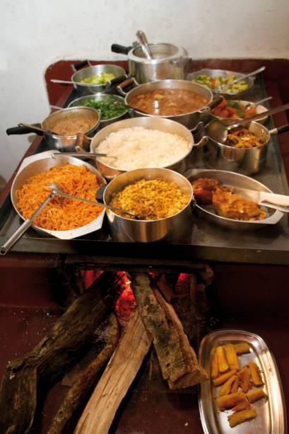 O fogão a lenha é um item recorrente nos restaurantes de Gonçalves