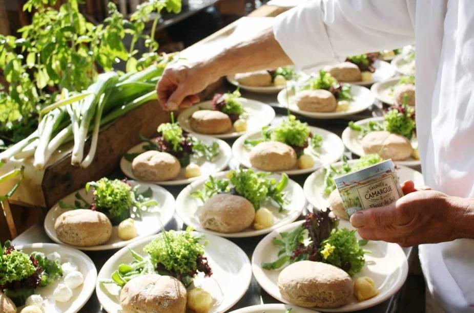 <strong>Noorderzon, Groningen</strong>        Comes e bebes preparados com alimentos orgânicos fazem parte do evento. As embalagens usadas são todas recicláveis.