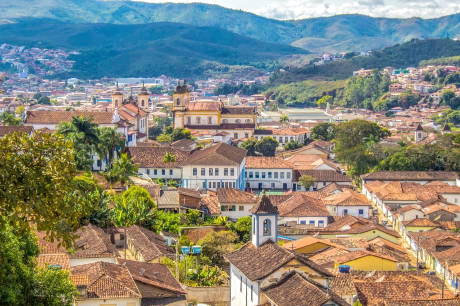 """Vista geral do conjunto arquitetônico da cidade histórica de <a href=""""http://viajeaqui.abril.com.br/cidades/br-mg-mariana/"""" rel=""""Mariana"""" target=""""_blank"""">Mariana</a>, em Minas Gerais<strong><a href=""""http://viajeaqui.abril.com.br/materias/fotos-de-cidades-historicas-do-brasil"""" rel=""""Leia mais: 29 cidades históricas do Brasil"""" target=""""_blank"""">Leia mais: 29 cidades históricas do Brasil</a></strong>"""
