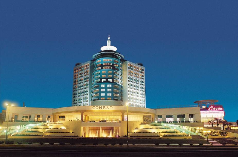 """<strong>EM RESORT CONFORTÁVEL </strong>As três noites são no<a href=""""http://conrad.com.uy"""" rel="""" Conrad"""" target=""""_blank""""> Conrad</a>, em frente à Playa Mansa e dono do cassino mais famoso de <a href=""""http://viajeaqui.abril.com.br/cidades/uruguai-punta-del-este"""" rel=""""Punta"""" target=""""_blank"""">Punta</a>. Inclui um jantar.<strong>QUANDO: </strong>Em janeiro<strong>QUEM LEVA: </strong>A <a href=""""http://cvc.com.br"""" rel=""""CVC"""" target=""""_blank"""">CVC</a><strong>QUANTO:</strong> US$ 1478"""