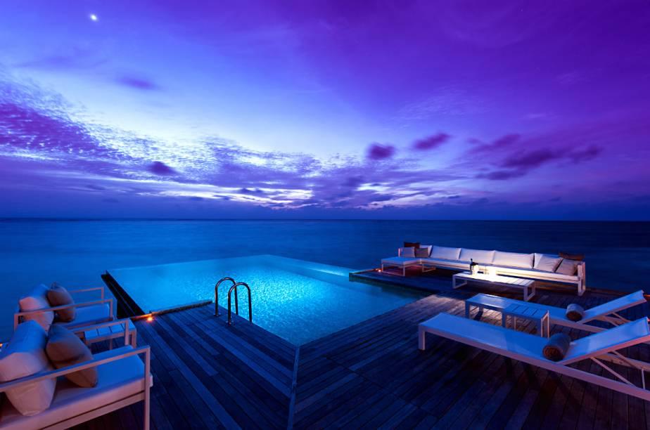 """Piscina do <a href=""""http://www.booking.com/hotel/mv/conrad-maldives-rangali-island.pt-br.html?aid=332455&label=viagemabril-hoteisflutuantes"""" rel=""""Conrad Maldives Rangali Island"""" target=""""_blank"""">Conrad Maldives Rangali Island</a>"""