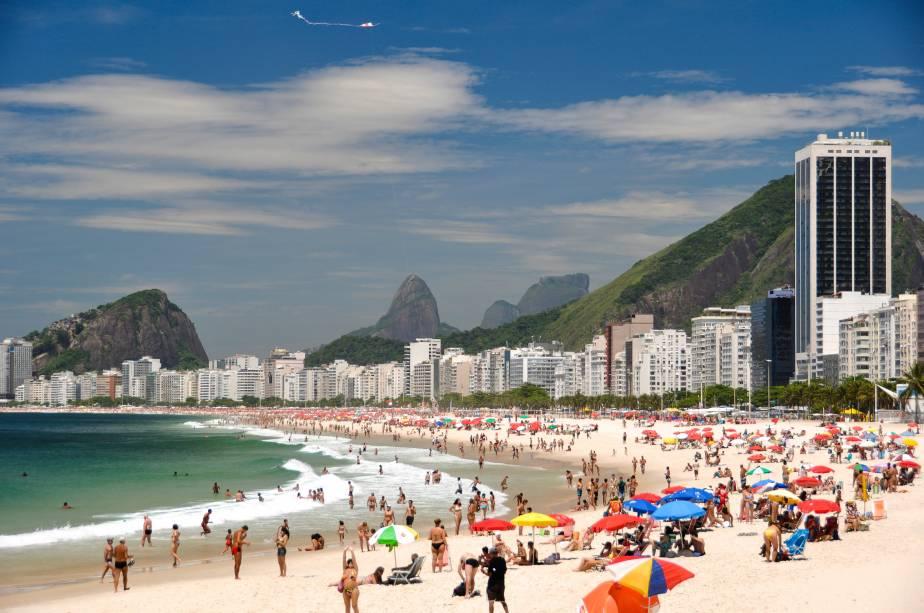 """<strong><a href=""""http://viajeaqui.abril.com.br/estabelecimentos/br-rj-rio-de-janeiro-atracao-praia-de-copacabana"""" target=""""_blank"""">Copacabana</a> – <a href=""""http://viajeaqui.abril.com.br/cidades/br-rj-rio-de-janeiro"""" target=""""_blank"""">Rio de Janeiro (RJ)</a></strong>"""