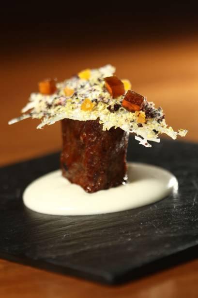 """Cordeiro, inhame e sabores do Marrocos, prato do restaurante <a href=""""http://viajeaqui.abril.com.br/estabelecimentos/br-rj-rio-de-janeiro-restaurante-oro"""" rel=""""Oro"""">Oro</a>, do chef Felipe Bronze"""