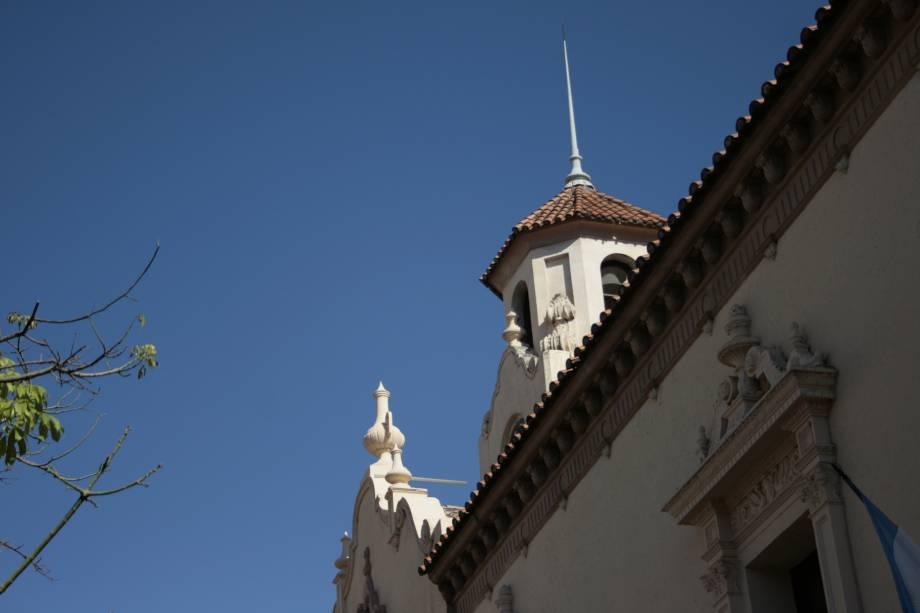 Pela cidade de Córdoba, é possível avistar uma universidade e diversas escolas, que compõem a atmosfera jovial em meio a um lugar que soubre preservar bem seu clima interiorano. Além disso, suas atrações incluem construções jesuísticas bem preservadas e uma natureza impactante