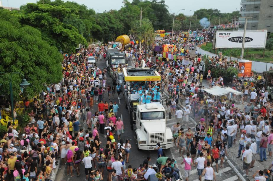 """O <strong>Corso do Zé Pereira</strong>, em <a href=""""http://viajeaqui.abril.com.br/cidades/br-pi-teresina"""" rel=""""Teresina"""" target=""""_blank"""">Teresina</a>, <a href=""""http://viajeaqui.abril.com.br/estados/br-piaui"""" rel=""""Piauí"""" target=""""_blank"""">Piauí</a>, é o maior desfile de carros alegóricos do mundo e deve atrair 250 mil pessoas em 2013"""