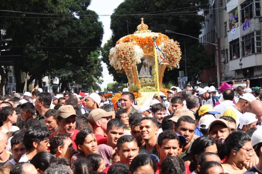 Procissão do Círio de Nazaré, maior festa religiosa do Brasil, arrasta todo ano um contingente de 2 milhões de pessoas pelas ruas e rios de Belém