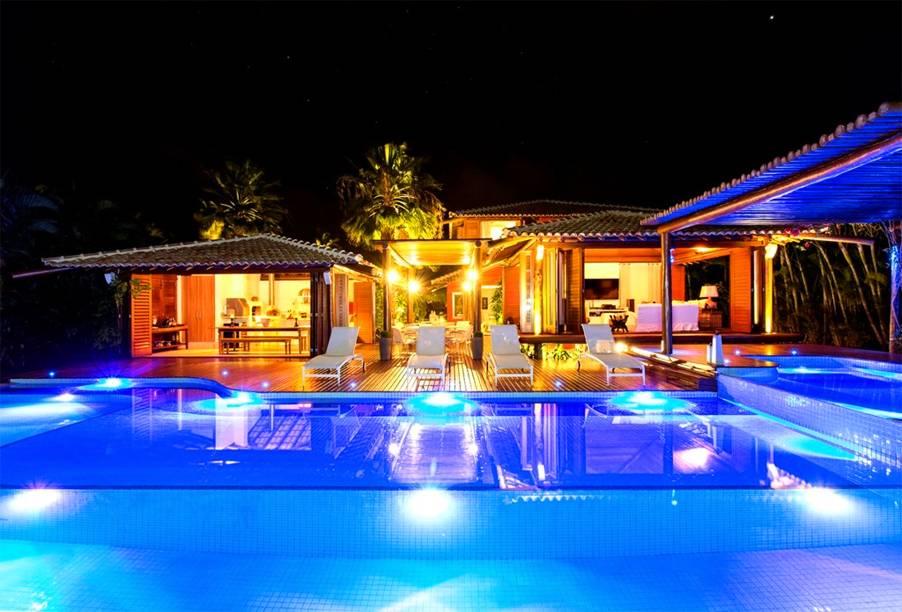 """<strong><a href=""""http://viajeaqui.abril.com.br/cidades/br-ba-costa-do-sauipe"""" rel=""""Costa do Sauípe (BA)"""" target=""""_blank"""">Costa do Sauípe (BA)</a> — QUATRO NOITES ALL-INCLUSIVE</strong>                        O pacote vem com quatro noites all-inclusive no três-estrelas <a href=""""http://www.costadosauipe.com.br/ondeficar/sauipe-resorts"""" rel=""""Sauípe Resorts"""" target=""""_blank"""">Sauípe Resorts</a>, também dentro do complexo.                        <strong>Quando:</strong> em janeiro                        <strong>Quem leva:</strong> <a href=""""http://www.tamviagens.com.br"""" rel=""""TAM Viagens"""" target=""""_blank"""">TAM Viagens</a>                        <strong>Quanto:</strong> R$ 3358"""