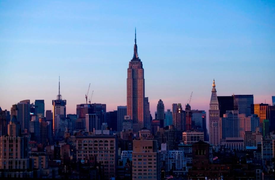 Todos os grandes arranha-céus de Nova York encontram-se na parte sul da ilha de Manhattan, com seu solo rochoso onde é possível fazer grandes fundações. Lá se encontram símbolos da cidade como os edifícios Chrysler, Flatiron, das Nações Unidas e o Empire State.