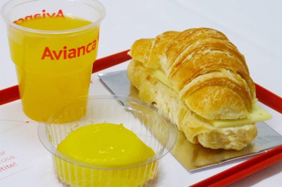 Croissant com queijo é a inspiração francesa do cardápio da ponte aérea