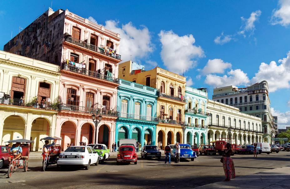 """<strong><a href=""""http://viajeaqui.abril.com.br/paises/cuba"""" rel=""""CUBA"""" target=""""_blank"""">Cuba</a> — CINCO NOITES EM <a href=""""http://viajeaqui.abril.com.br/cidades/cuba-havana"""" rel=""""HAVANA"""" target=""""_blank"""">HAVANA</a></strong>São cinco noites no confortável <a href=""""http://www.hotelinglaterra-cuba.com/"""" rel=""""Hotel Inglaterra"""" target=""""_blank"""">Hotel Inglaterra</a>, com traslados.<strong>Quando:</strong> em janeiro<strong>Quem leva:</strong> <a href=""""http://www.vectraviagens.com.br/"""" rel=""""Vectra"""" target=""""_blank"""">Vectra</a><strong>Quanto:</strong> US$ 1190"""