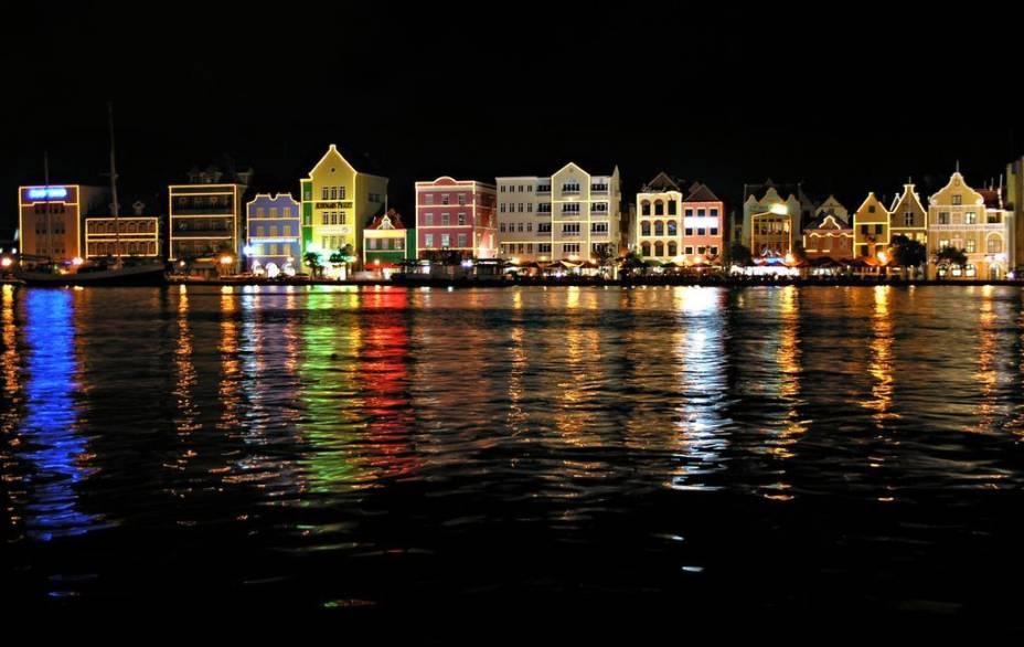 Aspecto noturno de Willemstad, Curaçao