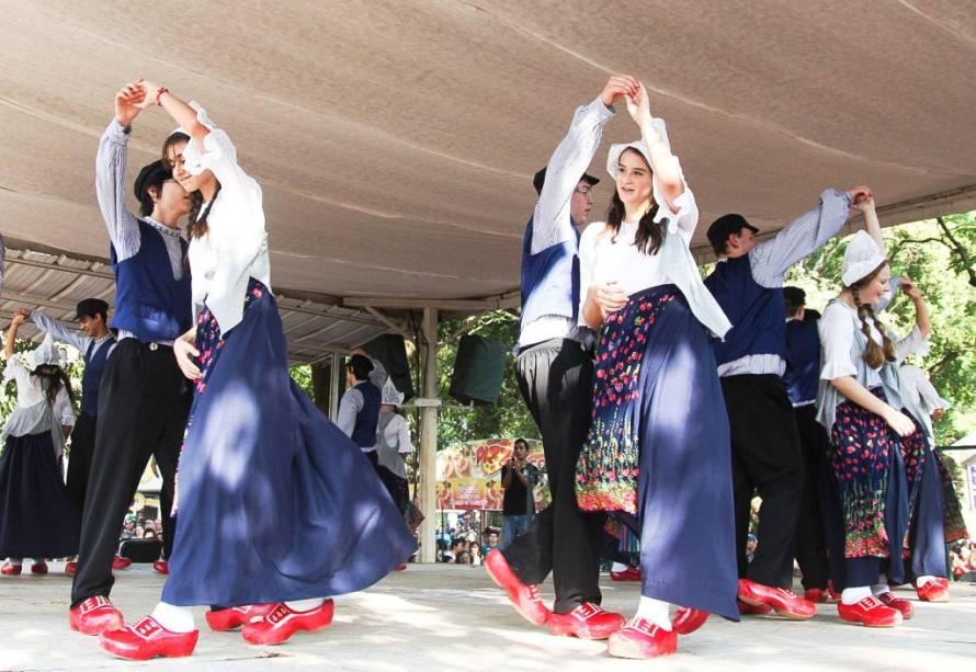 Danças típicas holandesas fazem parte da agenda da Expoflora