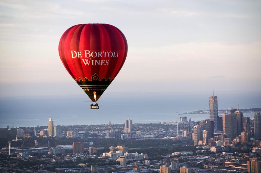 Balão sobrevoando Melbourne