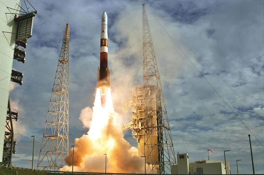 O Kennedy Space Center é o único lugar do planeta que recebe visitantes para plataformas de lançamento de foguetes; na foto, o Delta IV Medium