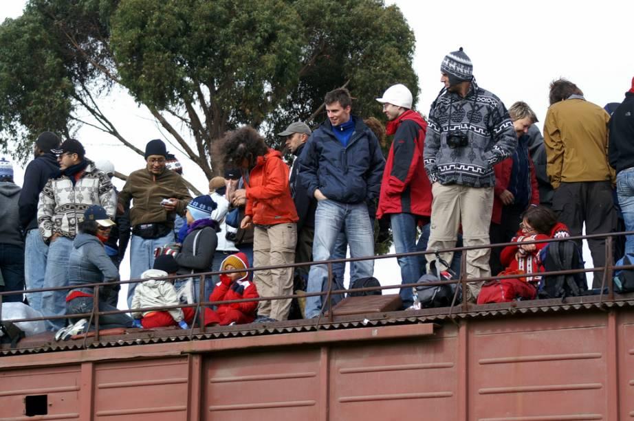 Você pode embarcar em Riobamba ou em Alausí. Seja como for, algumas paradas estão programadas ao longo do percurso, até para que os turistas que viajam sobre o teto possam levantar e esticar as pernas por preciosos instantes. Para depois seguir adiante – e a todo vapor – rumo ao Nariz do Diabo.