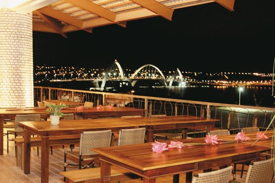 O restaurante Mangai, especialista na culinária sertaneja, serve carne de sol com nata, baião de dois, macaxeira e feijão-verde