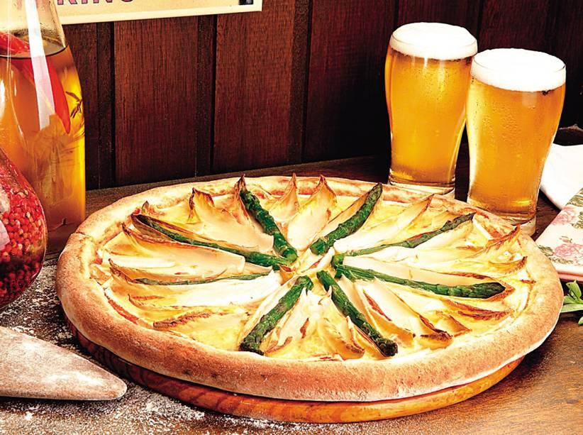 """Há mais de 25 anos, a pizzaria <a href=""""http://www.ivitelloni.com.br/"""" rel=""""I Vitelloni"""" target=""""_blank"""">I Vitelloni</a> se aperfeiçoa em pizzas equilibradas, com bons ingredientes. Em versões tradicionais ou criativas, a massa tem sabor acentuado e o molho, a quantidade ideal. Os bons resultados à mesa fazem desta casa uma das melhores pizzarias do país"""