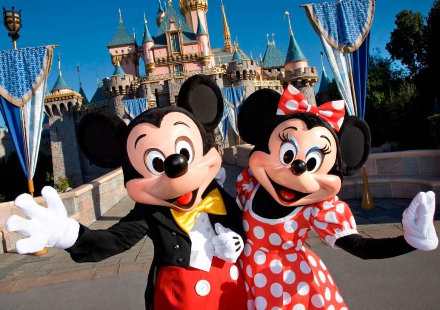 Mickey e Minnie lhes darão as boas-vindas na Disneylândia de Anaheim, pertinho de Los Angeles