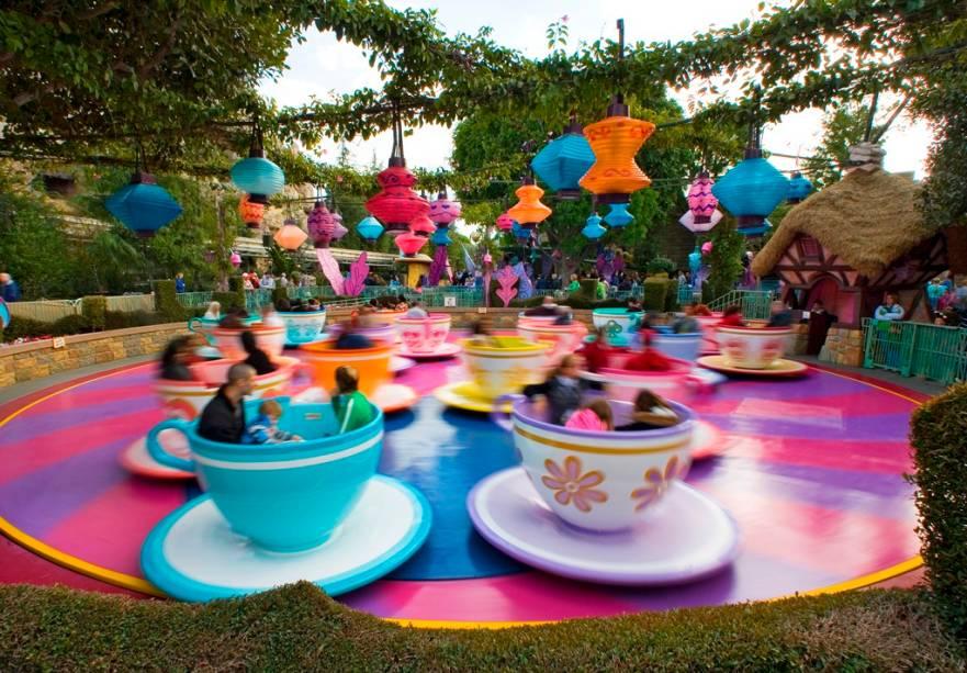 """<strong>8. <a href=""""http://viajeaqui.abril.com.br/estabelecimentos/estados-unidos-los-angeles-atracao-disneylandia"""" rel=""""Disneylândia – Los Angles, EUA """" target=""""_blank"""">Disneylândia – Los Angles, EUA </a></strong>            Fica, na verdade, em Anaheim. Apesar de não ser o maior, esse foi o primeiro parque temático idealizado por Walt Disney. Vale pela atmosfera mágica e clássica"""