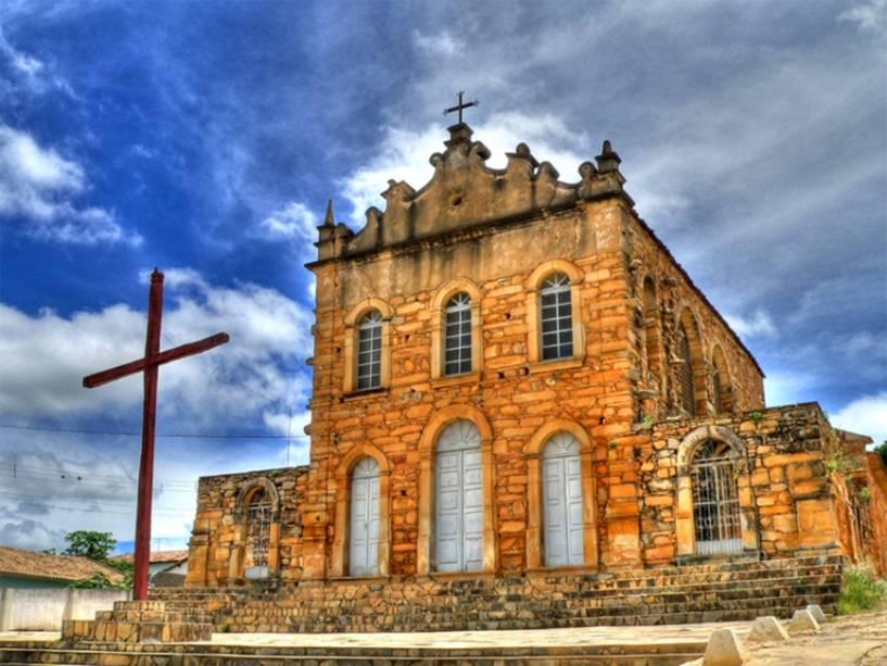 """<strong><a href=""""http://viajeaqui.abril.com.br/cidades/br-ba-rio-de-contas"""" target=""""_self"""">Rio de Contas</a>, <a href=""""http://viajeaqui.abril.com.br/estados/br-bahia"""" target=""""_self"""">Bahia</a></strong> O conjunto arquitetônico da cidade é considerado um dos mais importantes da Bahia, com belos casarões coloniais e ruas com calçamento pé de moleque. Antigo Pouso dos Creoulos, o destino serviu como rota de fuga de escravos no final do século XVII. Esse período está bem preservado no Acervo Público local, que reúne diversas cartas de alforria, sentenças eclesiásticas e certidões originais de escravos. Outra boa atração é o caminho de pedras da Estrada Rural, lugar onde o ouro da região era escoado <em><a href=""""http://www.booking.com/city/br/rio-de-contas.pt-br.html?aid=332455&label=viagemabril-cidades-historicas-do-brasil"""" target=""""_blank"""">Veja preços de hotéis em Rio de Contas no Booking.com</a></em>"""