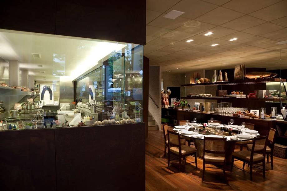 Cozinha e salão do restaurante D.O.M, de Alex Atala