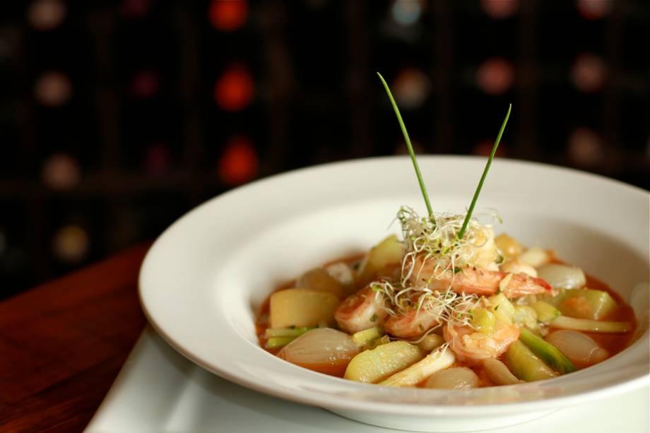 """O <a href=""""http://viajeaqui.abril.com.br/estabelecimentos/br-rj-petropolis-restaurante-don-bistro"""" rel=""""Don Bistrô"""">Don Bistrô</a> preparou o camarão com chuchu para o Petrópolis Gourmet"""