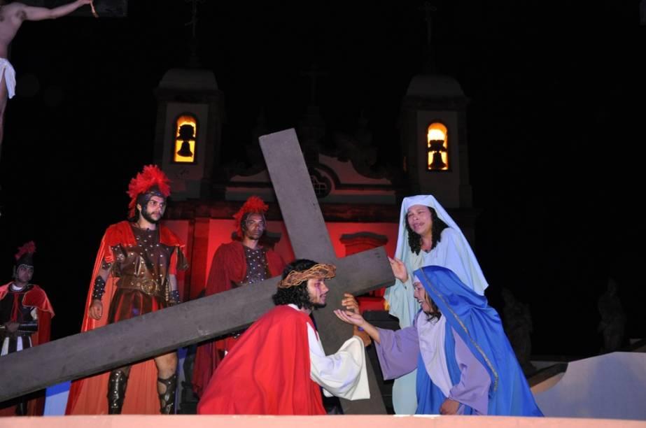 Tal como nas esculturas talhadas por Aleijadinho, a Paixão de Cristo também é dramatizada durante a Semana Santa, em Congonhas