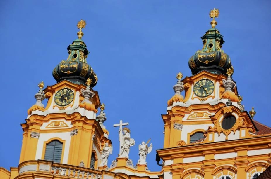 A pequena cidade de Melk, no Wachau, é dominada pelo monastério beneditino Stift Melk, em estilo barroco. A grande abadia é um dos locais mais famosos da região e importante pólo intelectual por diversos séculos