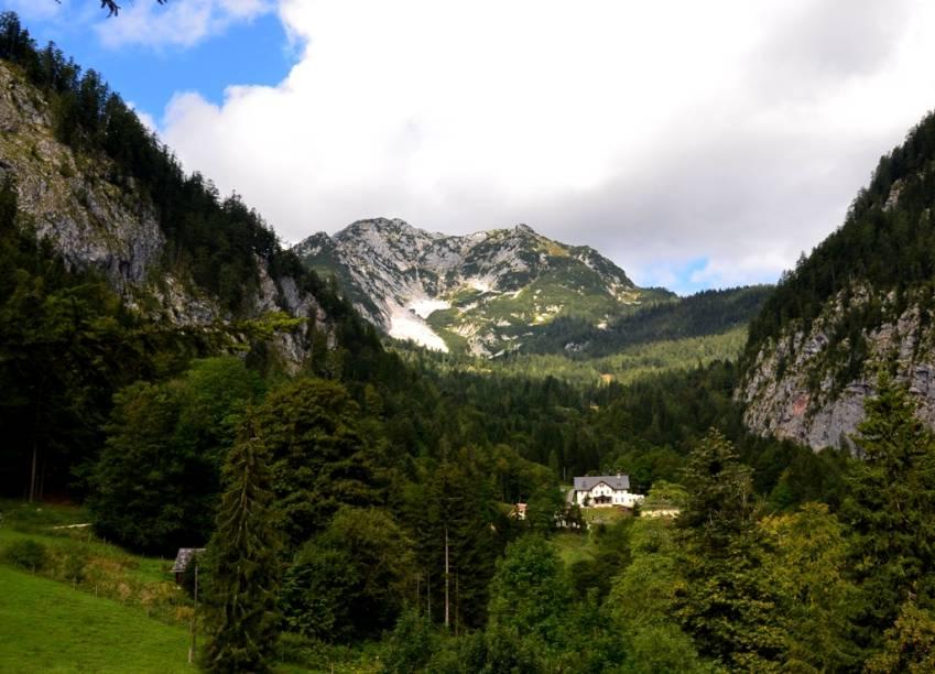 As minas de sal de Hallstatt desempenharan um importante papel no desenvolvimento econômico e social em toda a região, conhecida como Salzkammergut, ou Estado da Câmara do Sal, em alemão