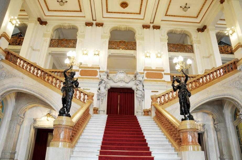 Após reforma, o Theatro Municipal de São Paulo conquista o prêmio de Atração do Ano no GUIA BRASIL 2012