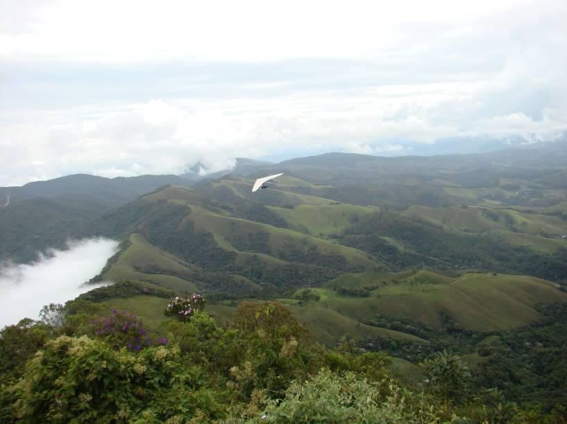 Vista a partir do Pico Agudo, cartão-postal de Santo Antônio e cenário para voos de parapente