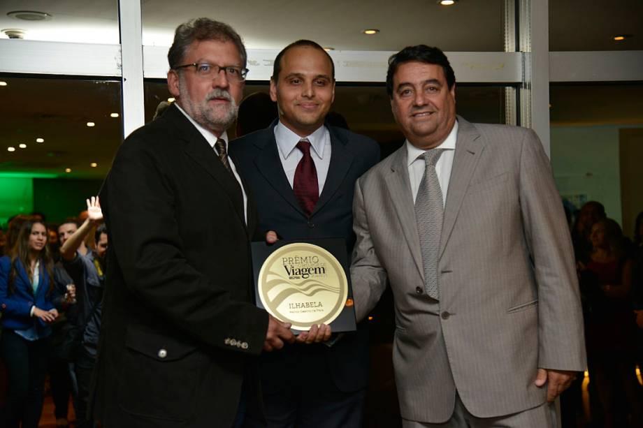 A cidade de Ilhabela, no litoral de São Paulo, foi a vencedora na categoria Melhor Destino de Praia. Com o prêmio, o prefeito da cidade, Antônio Luís Colucci (esq) e Harry Finger, Secretário Municipal de Turismo e Fomento