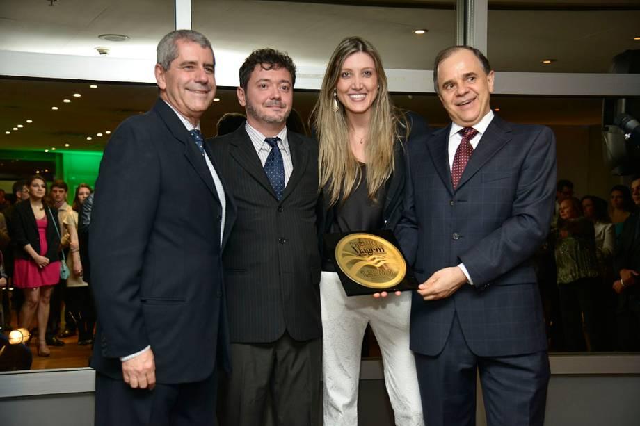 A CI - Central de Intercâmbio venceu na categoria Melhor Operadora de Cursos no Exterior. Receberam o prêmio Celso Luiz Garcia e Victor Hugo Baseggio, sócio-diretores da CI