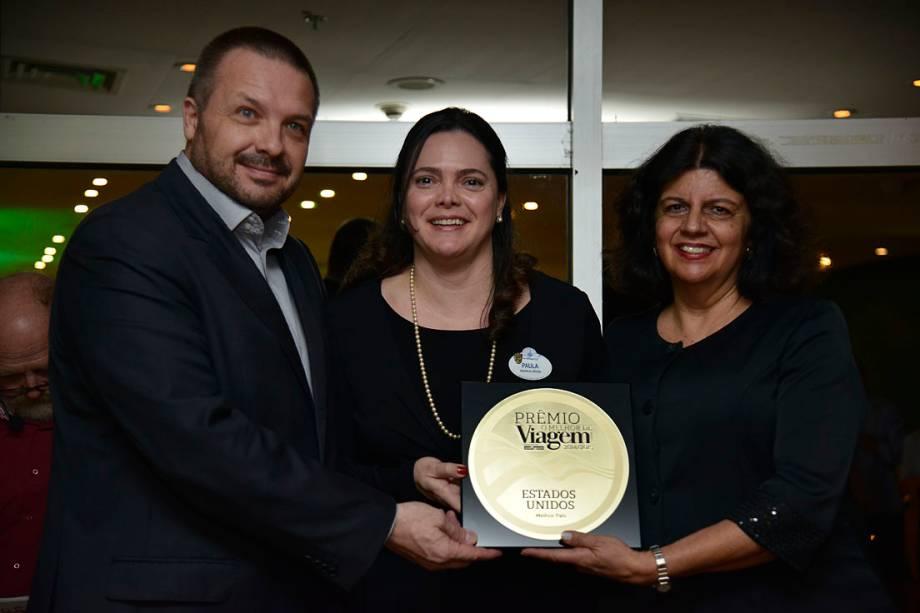 Paula Hall Gerente de Relações Públicas do Magic Kingdom para a América Latina, recebeu o prêmio de Melhor Parque Temático, ao lado de Jussara Haddad
