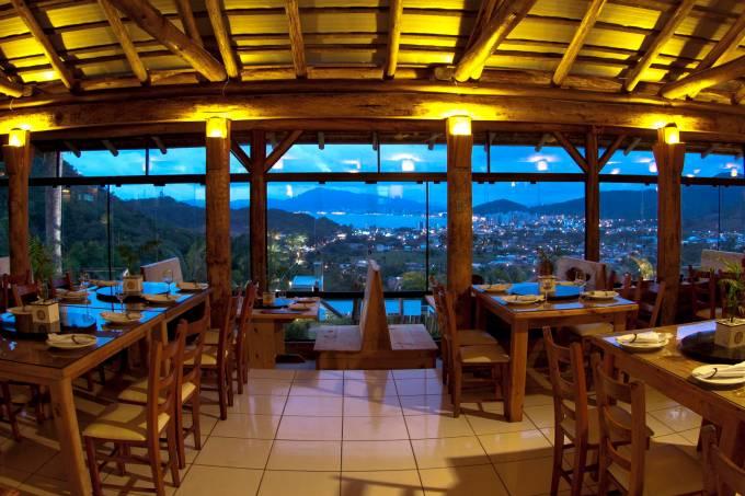 Interior do Restaurante Indaiá de Itapema, Santa Catarina