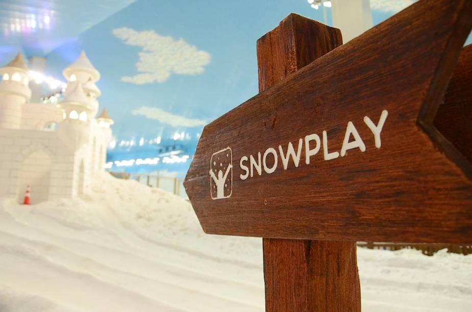 """<span style=""""font-weight: 400"""">Primeiro parque de neve indoor das Américas, o </span><span style=""""font-weight: 400"""">Snowland simula uma estação de esqui e snowboard</span>"""