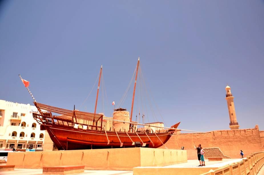 O Dubai Museum, instalado no antigo forte Al-Fahidi, é uma excelente introdução à história local