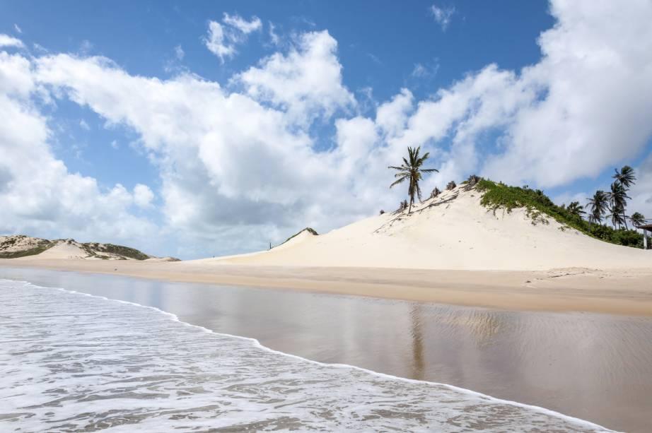 """Ao norte de <strong><a href=""""http://viajeaqui.abril.com.br/cidades/br-rn-natal"""" rel=""""Natal"""" target=""""_self"""">Natal</a></strong>, a <strong>Praia dePititinga</strong> se caracteriza pela tranquilidade, com dunas baixas e coqueirais"""