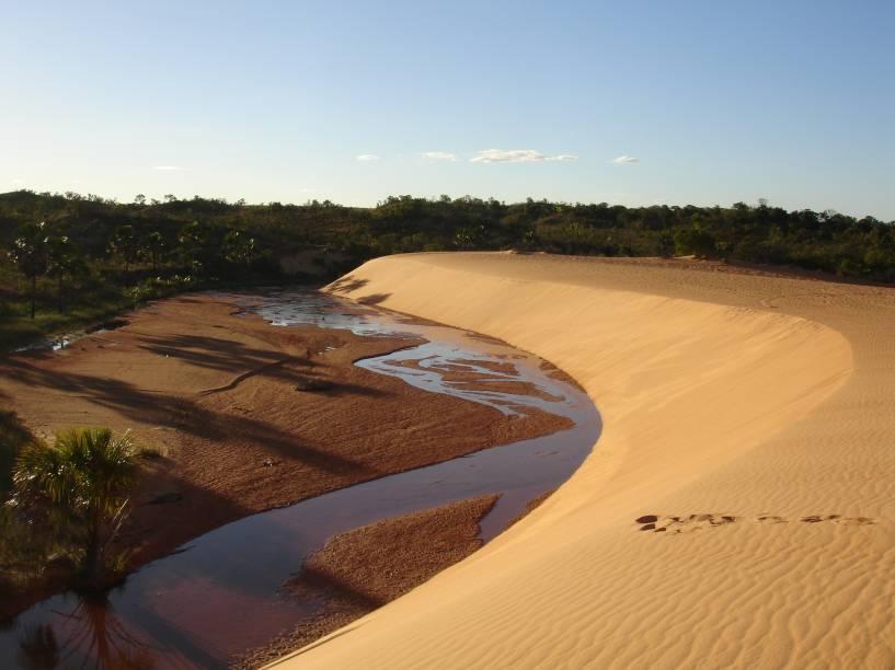 """<a href=""""http://viajeaqui.abril.com.br/cidades/br-to-jalapao"""" rel=""""Jalapão"""" target=""""_blank""""><strong>Jalapão</strong></a>    Mais dunas de areia cercadas de mata verde no Jalapão, Tocantins"""