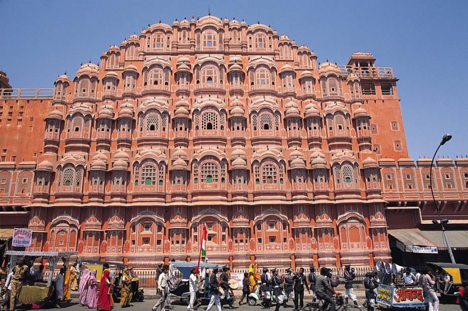 Hawa Mahal, o Palácio dos Ventos de Jaipur, de onde as mulheres da elite podiam ver o movimento das ruas sem serem notadas