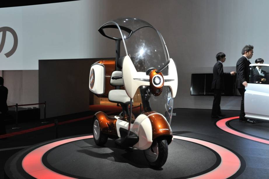 O E-canopy é o conceito da Honda para mobilidade urbana baseado em energias limpas. O scooter de três rodas possui protetor de chuva e pode vir equipado com bagageiro, o que pode ser uma excelente solução para o transporte de pequenas cargas para os motoboys