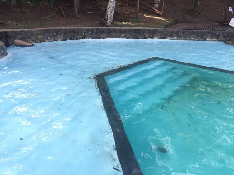 O resort não realiza mais a manutenção das piscinas e não há limpeza