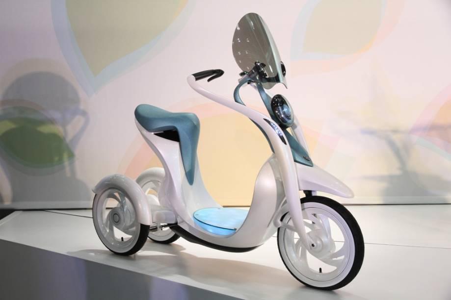 O EC-Miu mais parece um patinete futurístico, mas o protótipo da Yamaha com duas rodas traseiras é um scooter elétrico com garfo de formas orgânicas e muita tecnologia