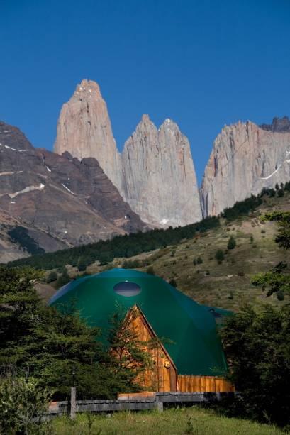 As modernas barracas do EcoCamp são preparadas para suportar as loucas mudanças de tempo da região patagônica. A localização praticamente aos pés das Torres del Paine são imbatíveis