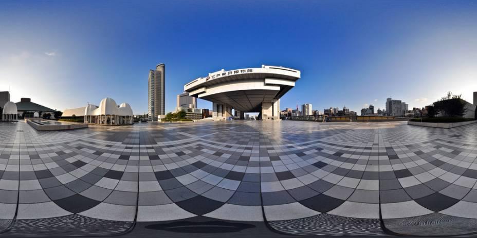 O Museu Edo-Tóquio está em um moderno edifício no bairro de Ryogoku