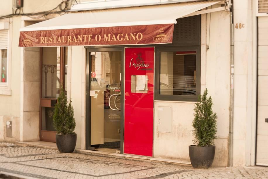 Faixada do restaurante O Magano em Lisboa, Portugal