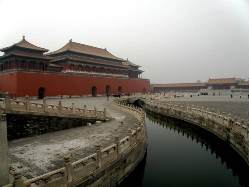 O monumental portão Wumen, na Cidade Proibida, precede o pátio e o hall da Suprema Harmonia, onde localiza-se o trono do dragão